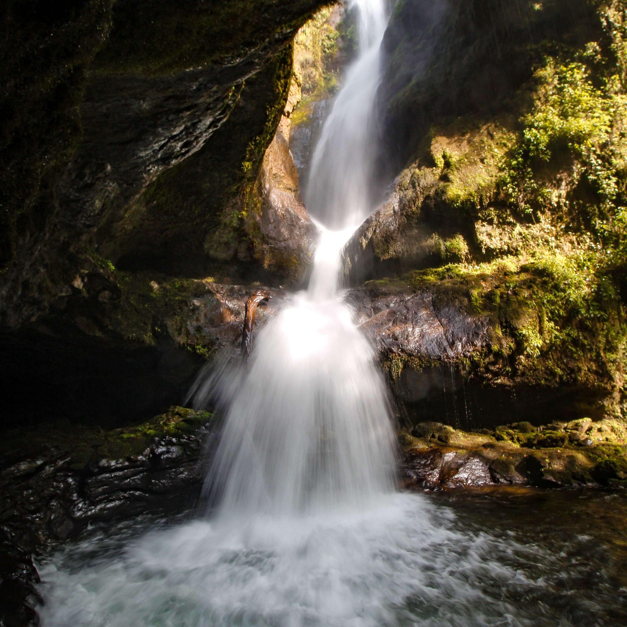 Cascada cueva de los Guacharos